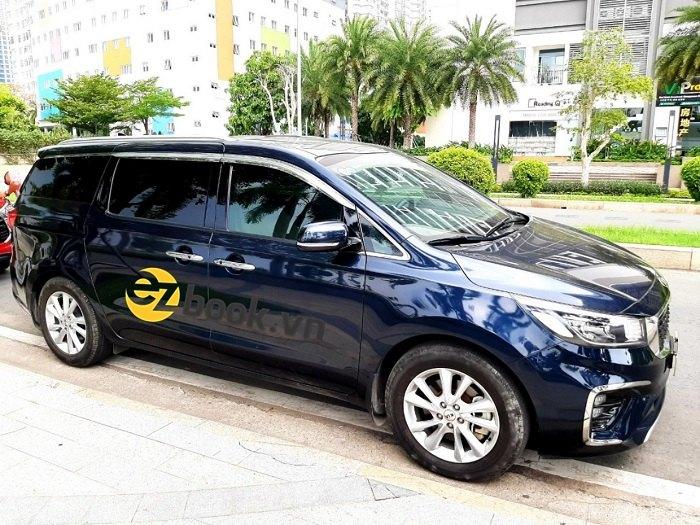 Dịch vụ cho thuê xe Kia Sedona 1 ngày của Ezbook