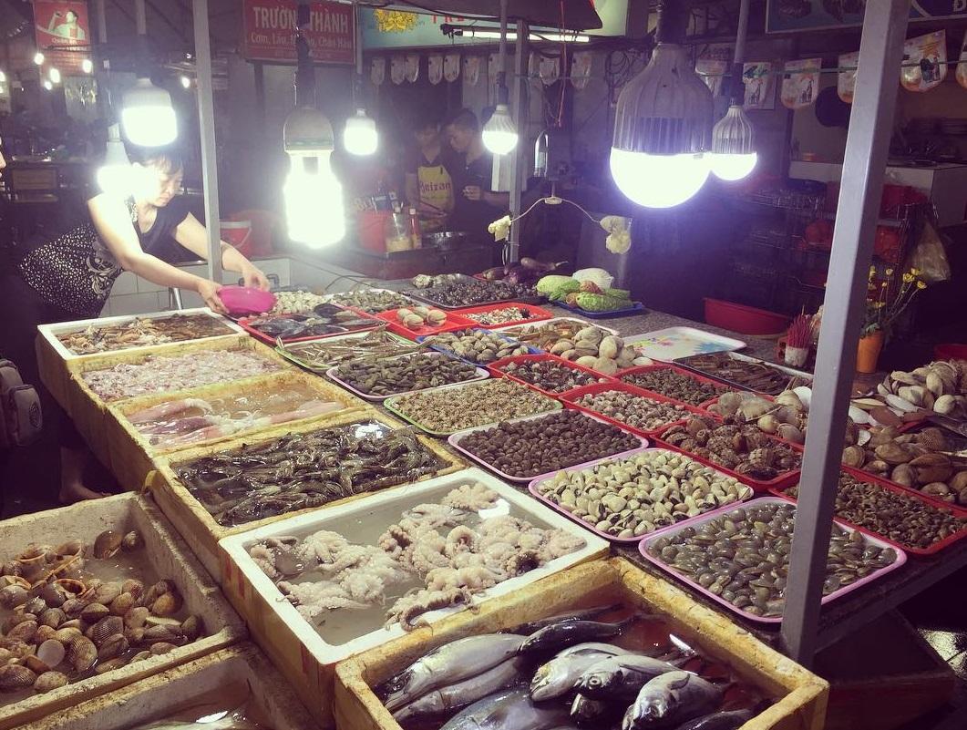 Chợ hải sản nổi tiếng ở Hồ Tràm