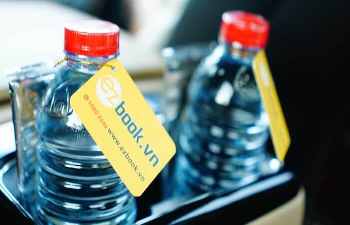 Ezbook phục vụ nước uống suốt hành trình