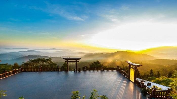 Phong cảnh của Chùa lạc trôi vô cùng hữu tình