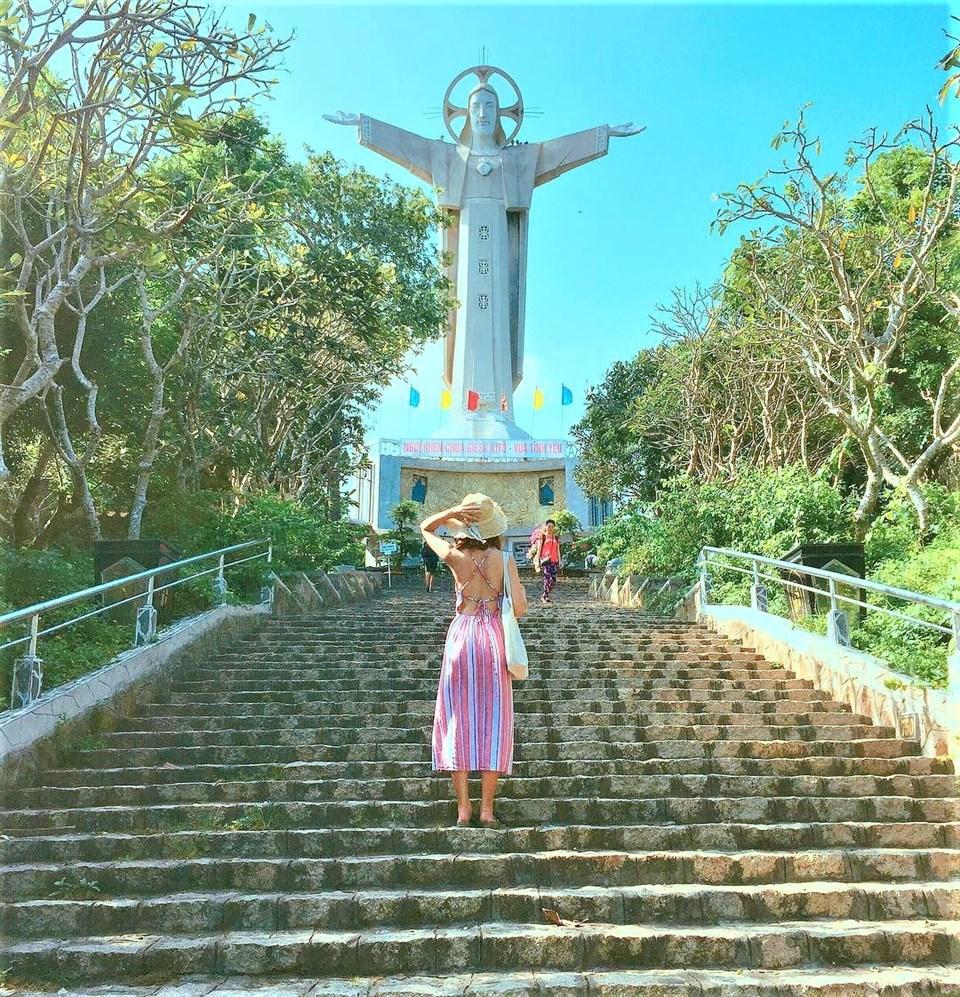 Đường lên Tượng Chúa Ki-Tô có phong cảnh đẹp và yên bình
