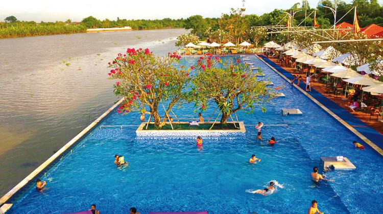 Hồ bơi tại khu Du Lịch The BCR Q9 (nguồn Internet)