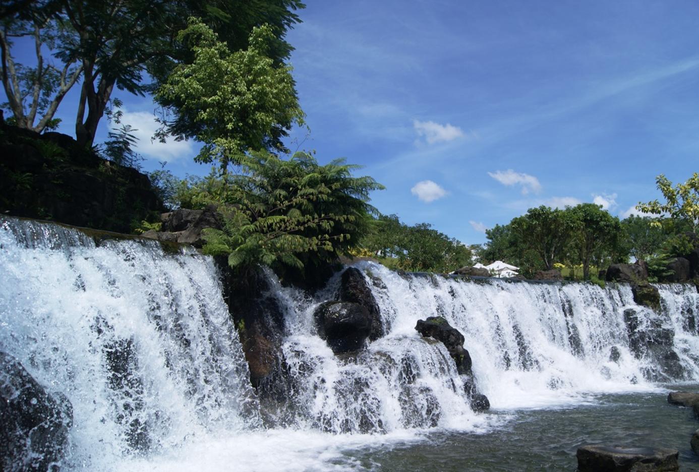Vẻ đẹp kỳ vĩ của thác nước, rừng cổ tại Khu du lịch Suối Mơ quận 9