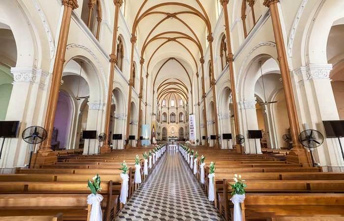 Bên trong nhà thờ (nguồn Internet)
