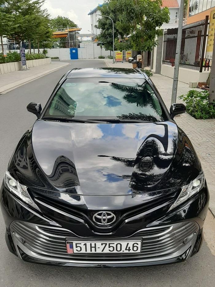 Mẫu xe 7 chỗ màu đen sang trọng